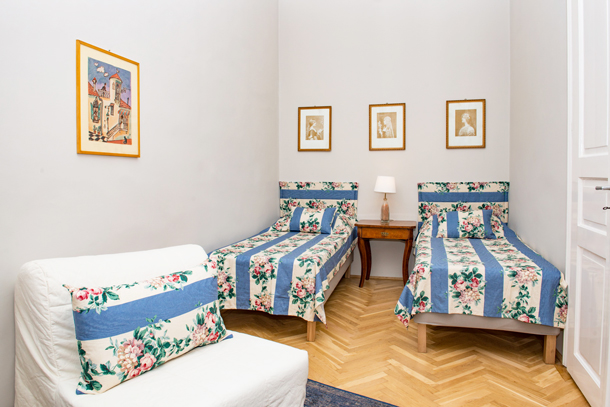 Details, pictures and price of the apartment Bach - Vorosmarty 58, Budapest n.15